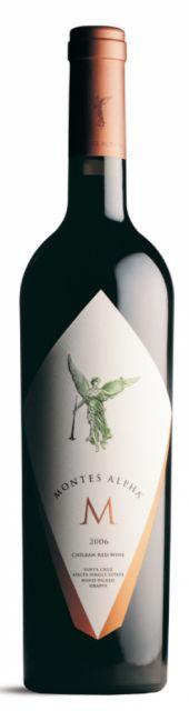 Com nada menos que 96 pontos da Wine Spectator na safra 2010 e 94 pontos de Robert Parker na safra 2011, o Montes Alpha M é certamente um dos grandes tintos do Chile e da América do Sul. É incrivelmente elegante e refinado, lembrando um grande vinho de Bordeaux. Foi o primeiro vinho superpremium do Chile e até hoje é referência do que de melhor o país pode produzir, se posicionando sempre nas primeiras colocações de todos os rankings dos melhores vinhos da América do Sul. Está cada vez mais…