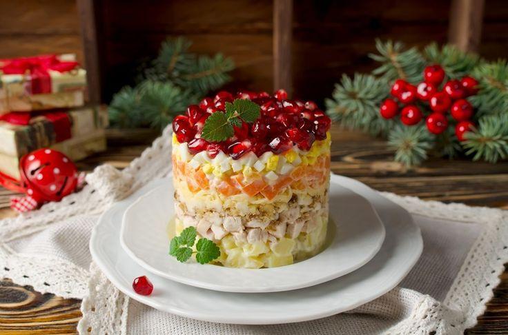 Салат Красная шапочка - пошаговый рецепт с фото: Эффектный слоеный салат с курицей и гранатом. - Леди Mail.Ru