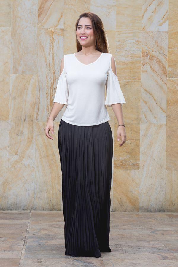 Hermosa falda plisada y blusa en viscosa de hombros descubiertos