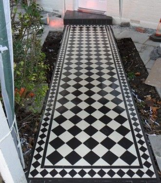 This Victorian pathway, I completed in South London Wimbledon. It was done over December and I remember having a real hard time with frozen fingertips LOL