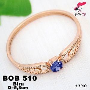 Perhiasan Xuping Gelang Wanita Elizabeth Batu Blue Saphire Gold OB 510  Perhiasan Xuping Lapis Emas 18k, Awet dan Tahan Lama, pancaran kilau cantik . Tampil cantik dengan keunikan pilihan model dan warna sesui hati anda  Fast Respon Pin BBM : D5B0B9AB  WA/SMS/Telp : 081546577219  bahan dasar tembaga (bukan besi). dilapisi RODHIUM yang biasanya digunakan untuk melapisi emas di toko-toko emas 18k.Permata Zircon, Bisa di sepuh ulang dan anti alergi.