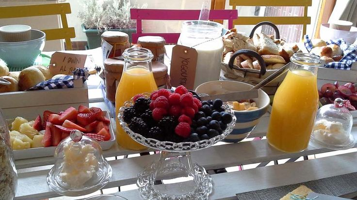 Join Federica in her charming house in Lake Como and enjoy a delicious brunch as you get to know the locals!