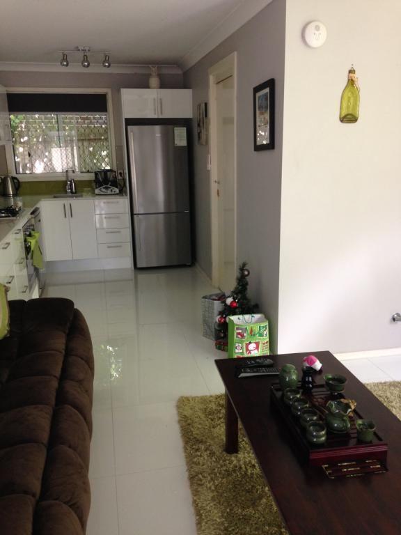 Floor : Super White Glazed Porcelain 600 x 600mm #315329