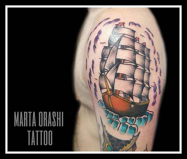 L8 ⛵ Traditional boat ⛵  ________________________________________  Para citas contactad a través de DM, llamada o correo electrónico. Info ⤴  #tattoo #tattooartist #tatouage #tattooart #madrid #spaintattoo #tattooing #tattooart #tattooconvention #drawing #illustration #colours #black #tatuajetradicional #madridtatuaje #tattooartists #tatuaje #madridtattoo #ink #oldschool #traditional #traditionaltattoos #tattoomadrid #oldschooltattoo #tattoed #artist #orashi #orashiart #orashitattoo…