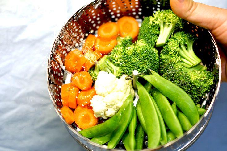Cocinar verduras para preservar los nutrientes.