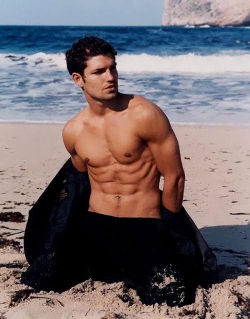 Berry hot men shirtless friday 29 photos sexy the - Mutande da bagno ...