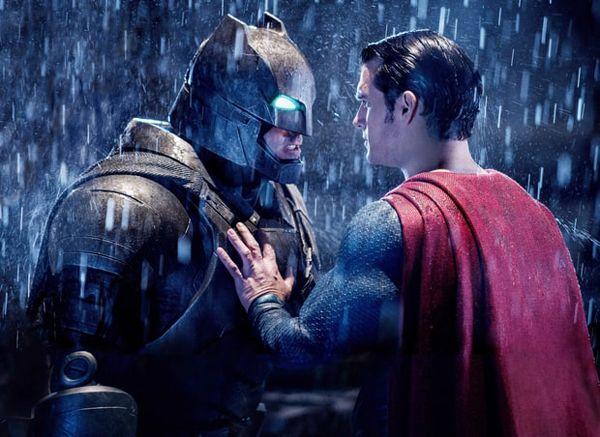 Hai nam diễn viên chính trong phim 'Người Dơi đại diến Siêu Nhân' được trao giải Cặp đôi vô duyên nhất.   Giải Golden Raspberry Awards (Mâm Xôi Vàng) lần thứ 37 công bố danh sách trao giải hôm 25/2. Tài tử Ben Affleck cùng với Henry Cavill, bạn diễn trong phim Batman v Superman:...  http://cogiao.us/2017/02/25/nguoi-doi-ben-affleck-va-sieu-nhan-henry-cavill-lanh-mam-xoi-vang/