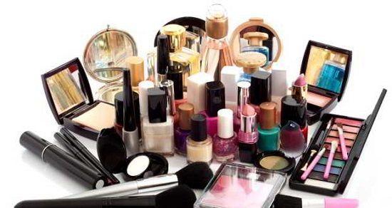 Cosmeticele și substanțele toxice din acestea   Mulţi oameni urmează diete extreme şi aplică diferite metode de detoxifiere dar folosesc produse cosmetice toxice. Nu uitați că pielea dumneavoastră este ca un burete aşa că fiţi atenţi ce puneţi pe ea. Toţi cei preocupaţi de sănătatea lor ar trebui să ştie că substanţele din cosmeticele pe care le folosim zilnic sunt absorbite de organism prin piele. De cele mai multe multe ori ingredientele chimice ale cosmeticelor şi ale produselor de…