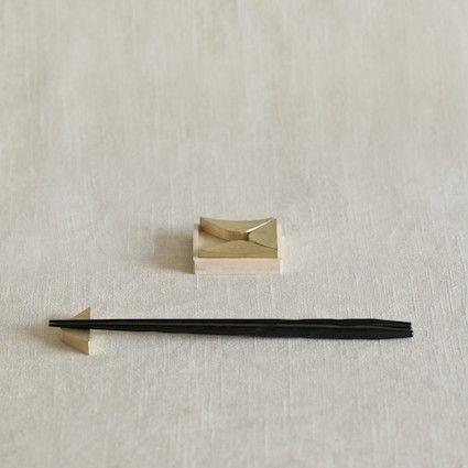 oji masanori with futagami foundry | wink brass chopstick rests