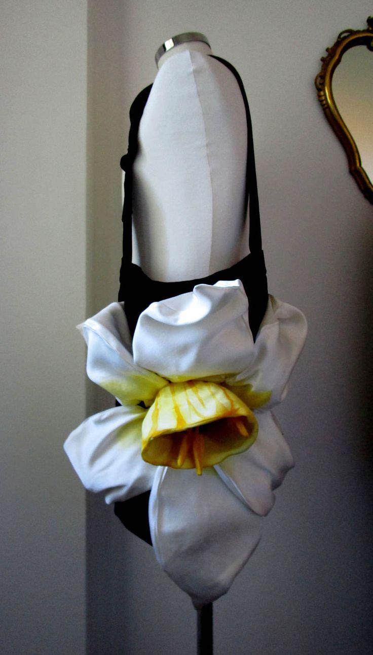 borsa floreale regolabile in velluto nero con fiore narciso gigante fatta a mano ilenia sara di IleniaSara su Etsy