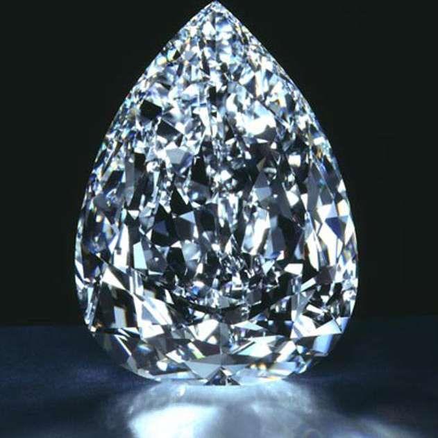 Un día como hoy, hace 111 años, el 26 de enero de 1905, se descubre el diamante en bruto más grande del mundo en Sudáfrica, se trata del Cullinan. Pesa 621,2 gramos y tiene 3.106 quilates. Se le regaló al rey Eduardo VII al que le fue enviado por... ¡servicio postal! Se había ideado toda una estratagema que hacía pensar que sería enviado a través de un transporte ultraseguro, lo que desvió cualquier posible tentativa de robo. #descubrimiento #diamante #bruto…