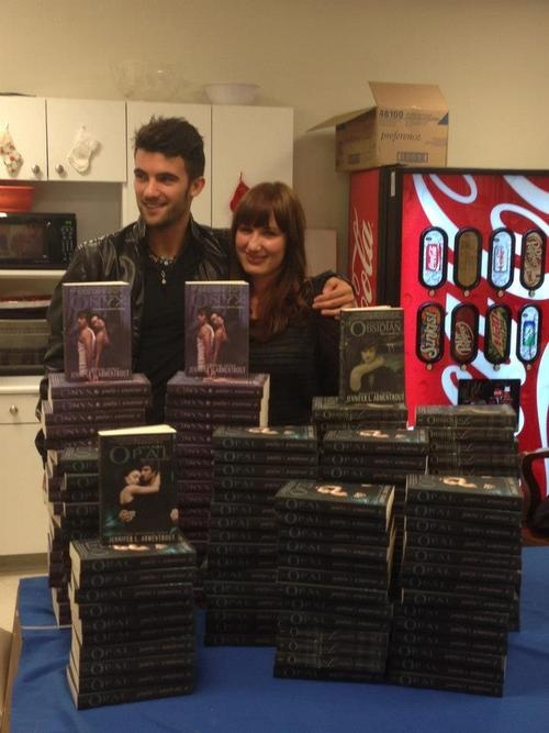 Jennifer L. Armentrout with Pepe Toth, the Daemon Black cover model.