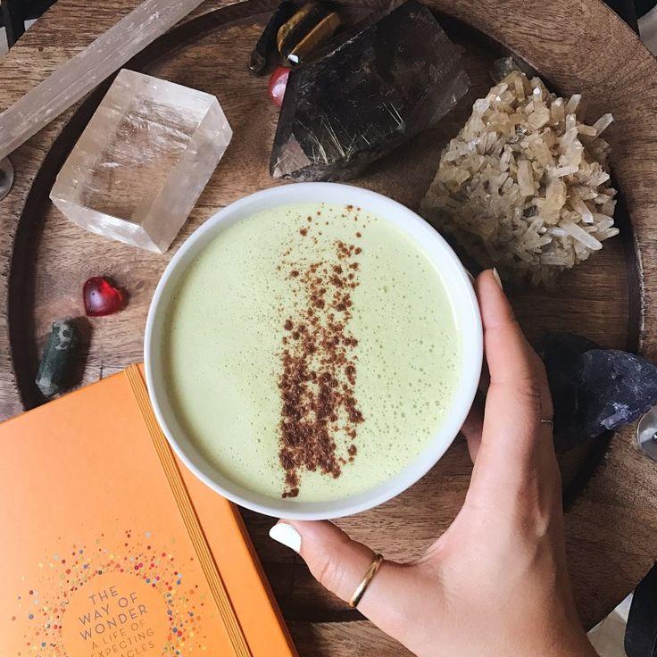 Адаптогенный рецепт латте с кокосовым маслом и ашвагандой