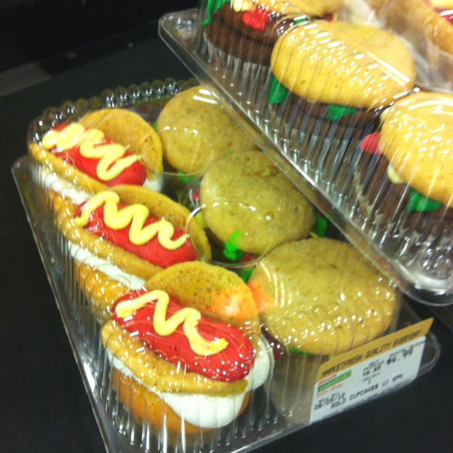 Hot dog & hamburger cupcakes 🍔: Cupcakes Ideas, Cupcakes Power, Hamburg Cupcakes, Hamburger Cupcakes, Yummy Cupcakes