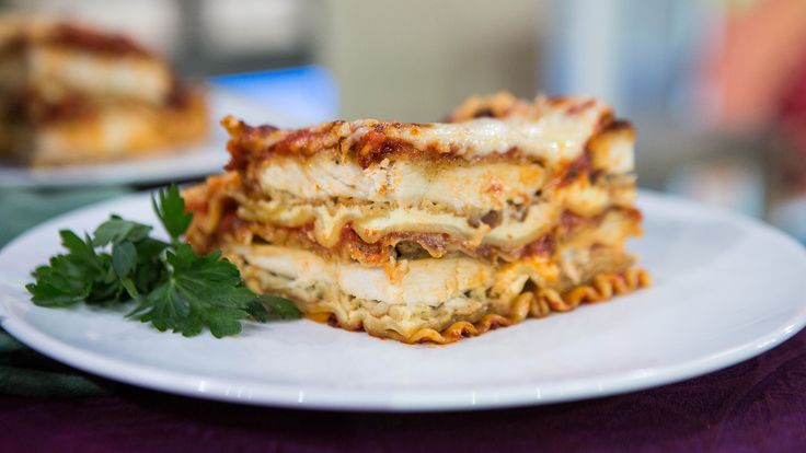 What's better than a delicious cheesy lasagna? One thats filled with crispy pieces of chicken Parmesan!