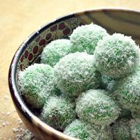 Indonesisch snoep. Chewy van buiten, zacht en zoet van binnen.