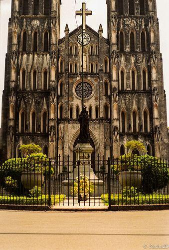 Notre Dame de Hanoi, Vietnam http://viaggivietnam.asiatica.com/