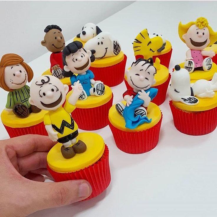 """""""Cupcakes bem divertidos do Snoopy e sua turma!!!By: @leovilelacakes #DentroDaFesta ."""""""