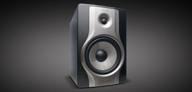 """BX8 Carbon - Studio monitor untuk produksi musik & mixing (ea)  Monitor Profesional untuk Berbagai Studio.   Speaker Monitor Studio BX8 Carbon membantu rekaman, monitoring dan mixing dengan memberikan suara akurat dan kontrol akustik yang dinamis. Dilengkapi dengan speaker Kevlar 8"""" frekuensi rendah dan tweeter 1.25"""" natural silk,"""