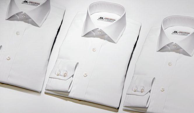 英国で誕生した歴史あるシャツ生地メーカー「Thomas Mason(トーマスメイソン)」社製の生地を使用した「FAIRFAX(フェアファクス)」のドレスシャツ。ビジネスシーンをさらにスマートに、ハレの日にはより上質に装える逸品だ。