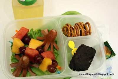 Lunch box lunch ideas: Kids Lunches, Schools Lunches, Octopuses Hotdogs, Lunches Boxes, Lunches Ideas, Boxes Lunches, Fruit Skewers, Hot Dogs, Birthday Cakes