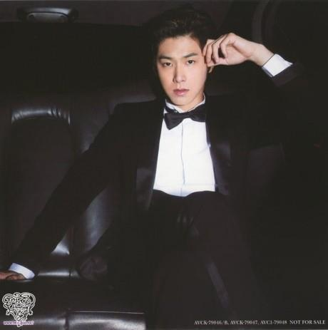 Jung Yunho's suit is snazzy looking.