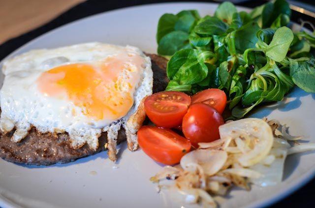 Paleo Hamburger (of: hoe ver-paleo-iseer ik mijn lunch) - Mijn Paleo Keuken