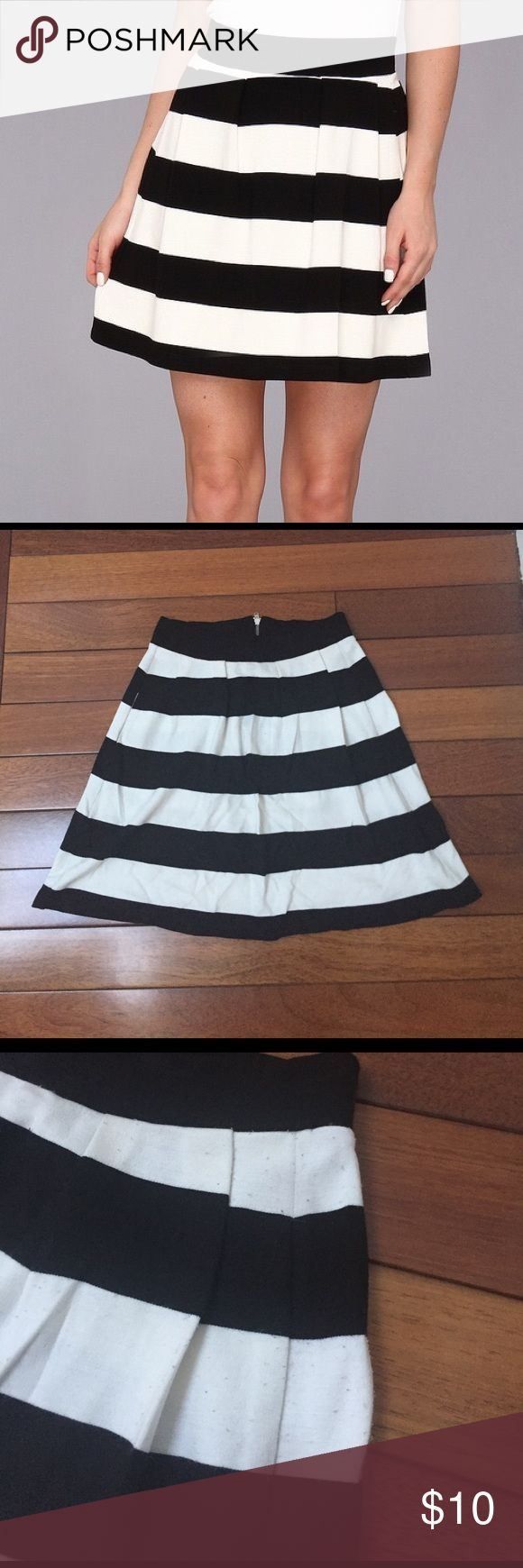French Connection Striped Skirt Sz US2/UK6 French Connection Striped Skirt Sz US2/UK6. Pilling throughout. Black and white stripes. French Connection Skirts Mini