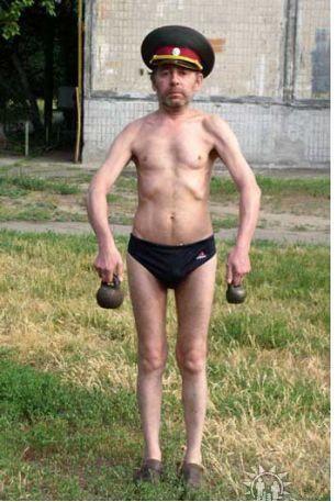 худой мужчина - Поиск в Google