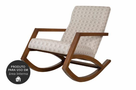 A Poltrona de Balanço Mordomia é uma poltrona feita de madeira com um estofado incrível que vai garantir horas de balanço e sossego para o seu dia. Você pode usá-la como uma poltrona decorativa para a sala, uma poltrona para o quarto, uma poltrona para o cantinho de leitura ou até mesmo aproveitar essa poltrona estampada no escritório. Descubra o conforto em forma de cadeira de balanço com a Cadeira de Balanço Mordomia.