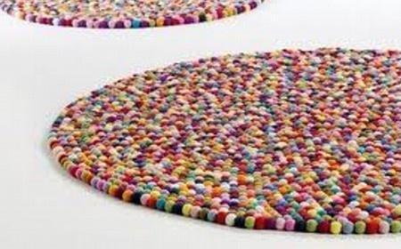 Cómo hacer alfombras con pompones de lana. Paso a paso.