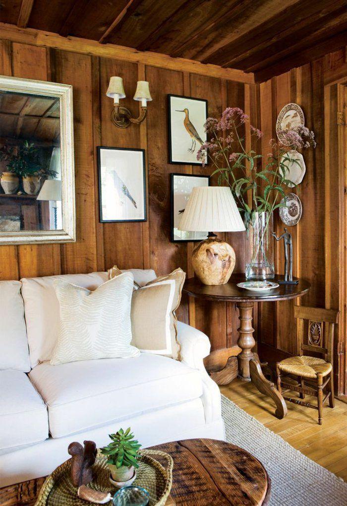 Holz Wandpaneele Wohnzimmer Wandgestaltung Weisses Sofa Landhausstil