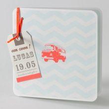 Trendy geboortekaartje met lichtblauw zigzagmotief en flashy retro minibus - FR (584.043) | Buromac