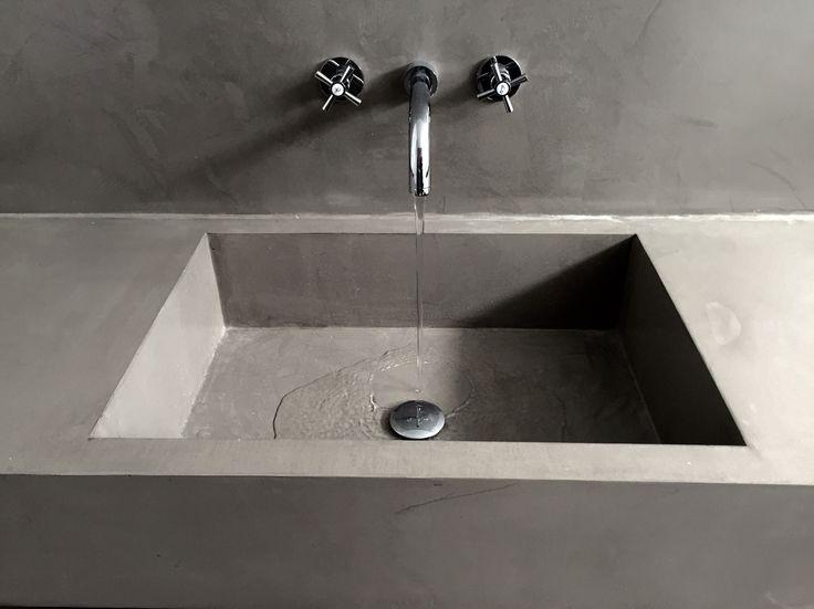 Parede e lavatório em Microcimento