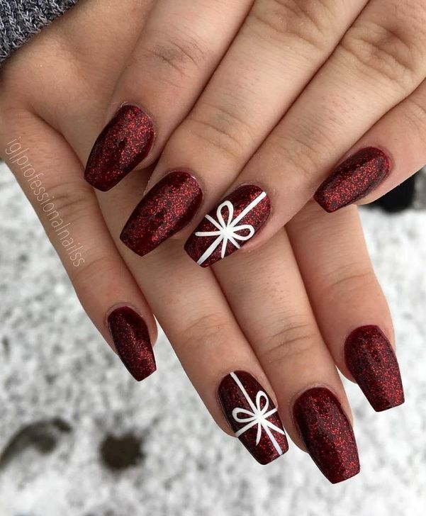 20 Cute Christmas Nails Ideas To Copy Right Now Christmas Gel Nails Cute Christmas Nails Christmas Nail Designs