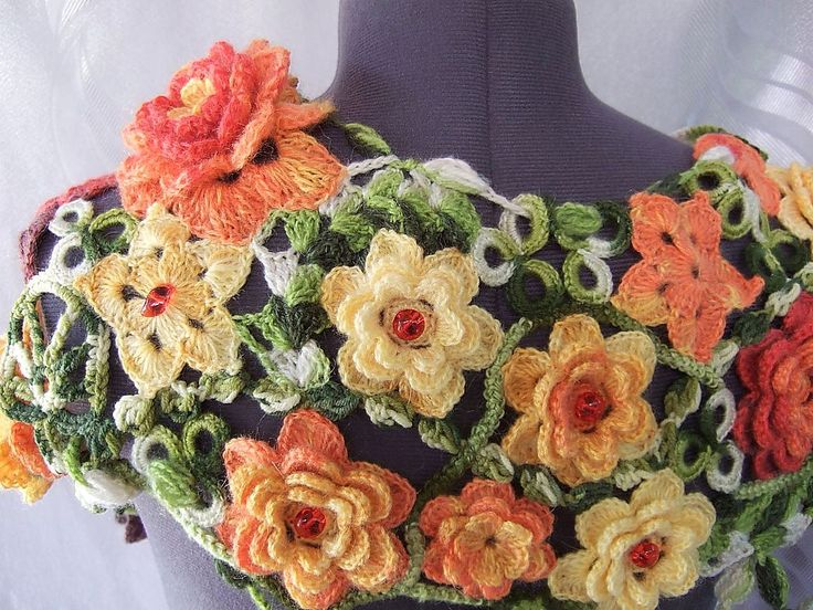 Объемный Шарф Красные Желтые Цветы и Листья - #crochet_flowers_scarf