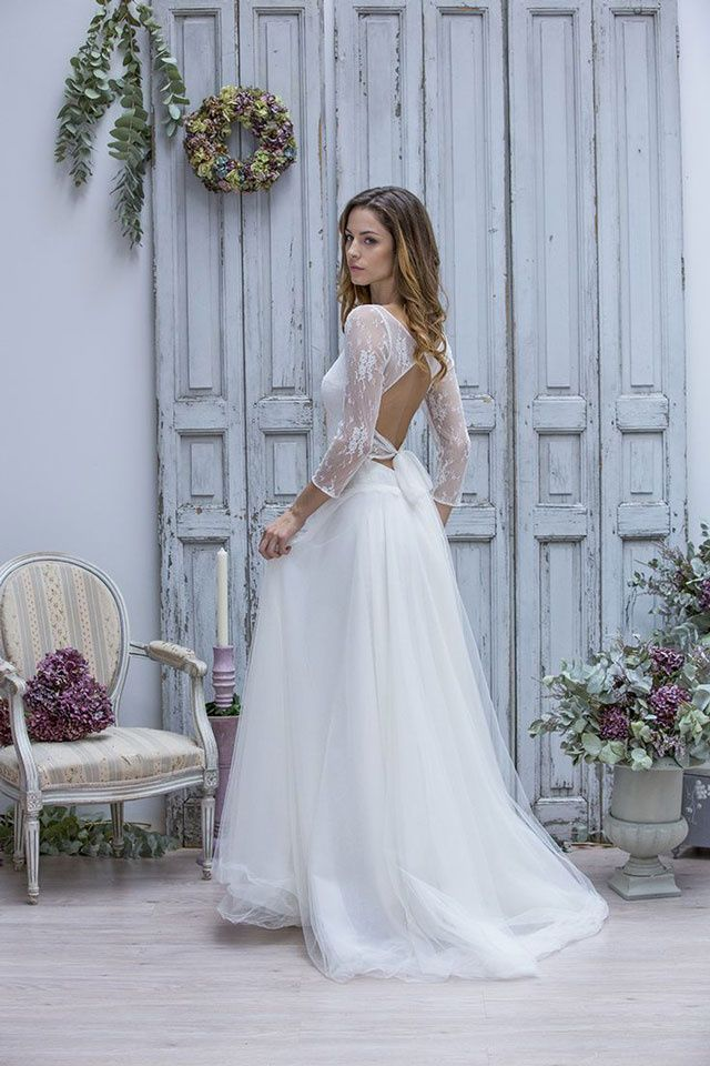 Une robe de mariée nouée dans le dos