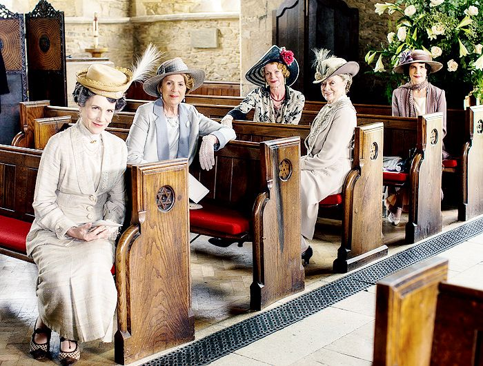 dontbesodroopy:  Harriet Walter, Penelope Wilton, Samantha Bond, Maggie Smith, and Elizabeth McGovern, photographed during the making of Downton Abbey, episode 6x08