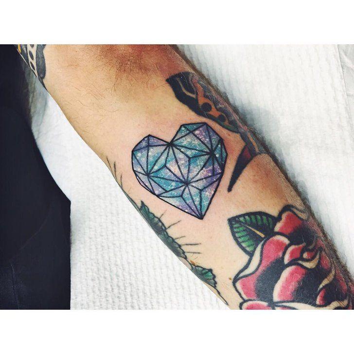 die besten 25 diamant herz tattoos ideen auf pinterest schwarz rot tattoo t towierungen von. Black Bedroom Furniture Sets. Home Design Ideas