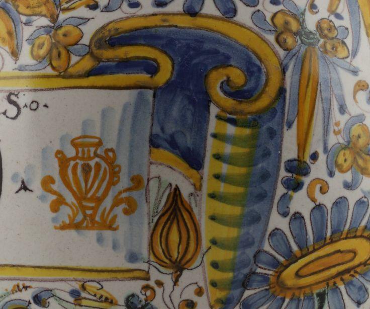 Dzban apteczny majolikowy, Muzeum Farmacji Collegium Medicum UJ w Krakowie