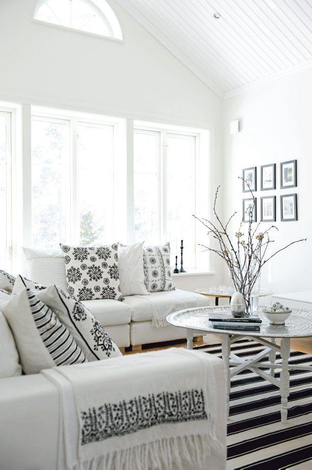 <3 white scandinavian house