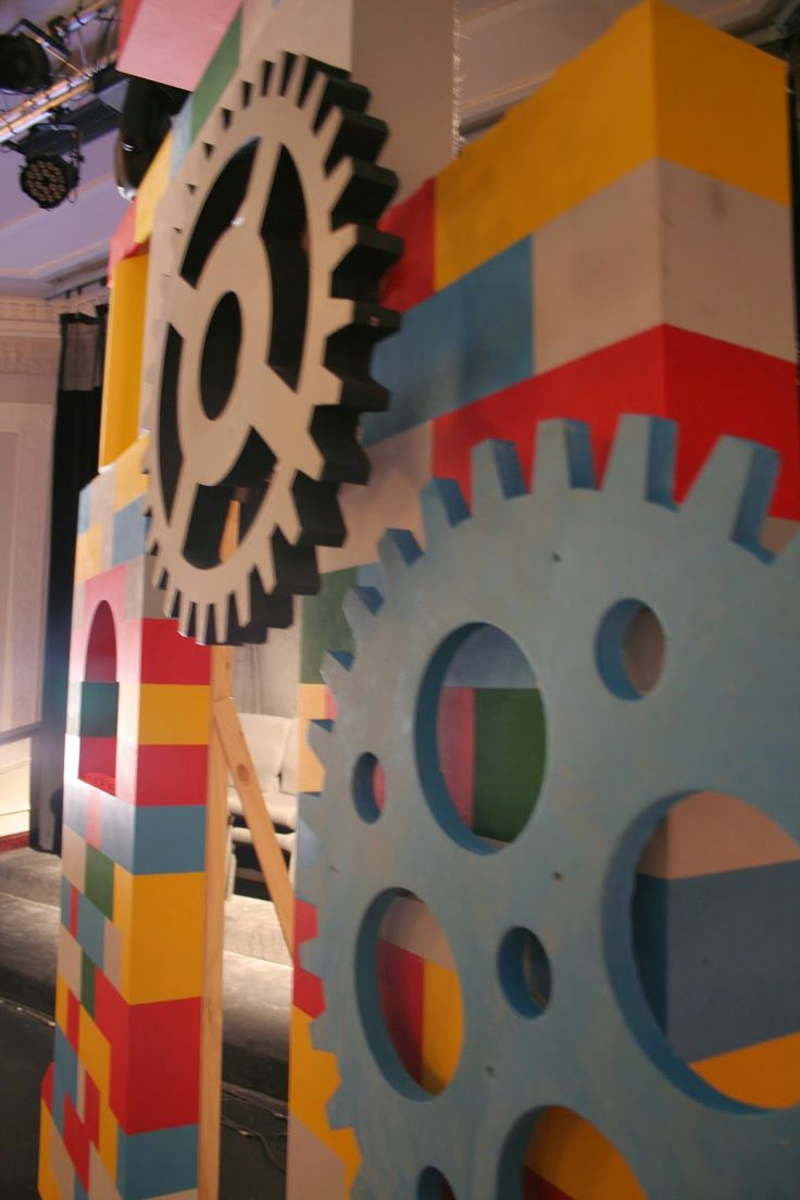 Lego themed stage set for kids | The art of faking it - Stage design, themed rooms, props and more