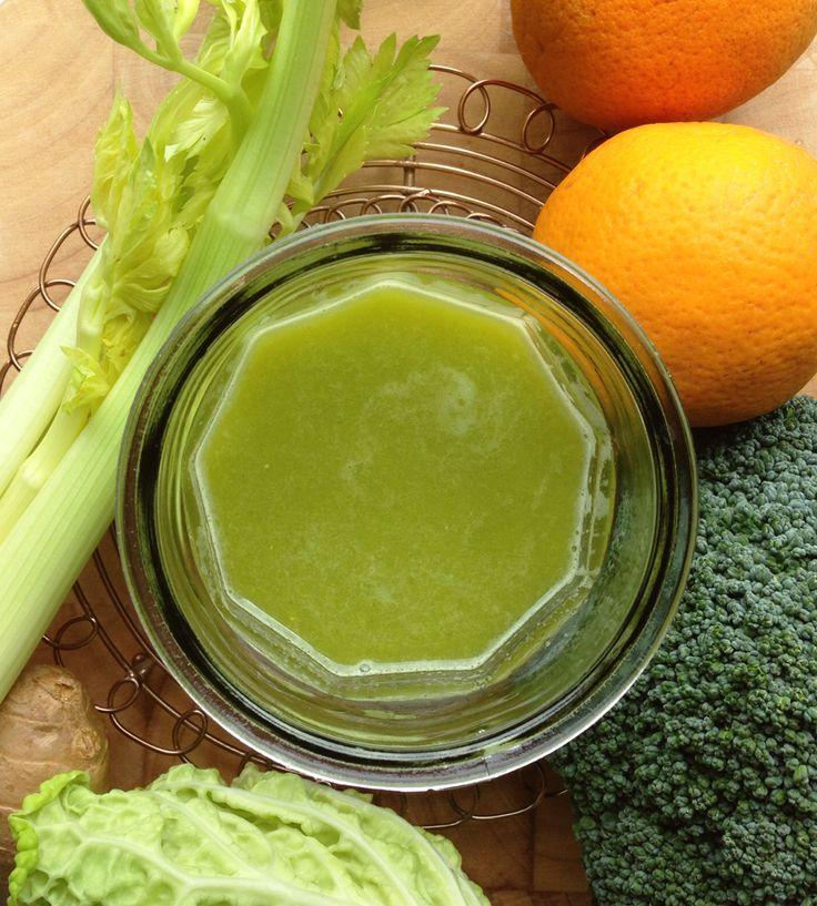 1 person / 1 glas 2 stilke bladselleri 2 appelsiner, uden skræl (eller 1 citron) 3 blade savoykål (eller 1 hjertesalat) 1 broccolistok (80 g) 1 lille stykke ingefær (1 cm)