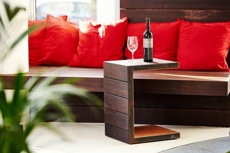 Beistell Loungetisch mit Thermobambus. Mit Rollen. Hochwertig verarbeitet. Outdoormöbel Design Rheingrün Living.