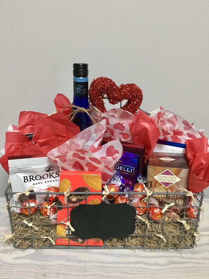 Beautiful and unique gourmet gift baskets at M&T Greenhouse @mtgreenhouse on Instagram.  For your special one, a nice bottle of wine and fine chocolates ❤️