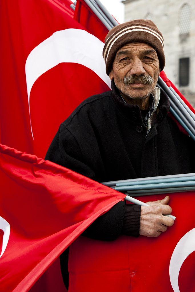 Flag Man | por Hunkar Salci