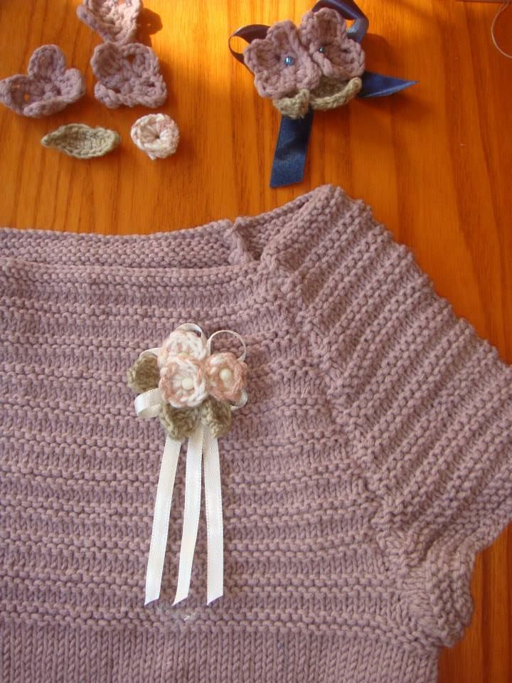 HERE YOU CAN SEE WHERE I'VE FOUND THIS BEAUTIFUL KNITTED WORK...WITH CROCHET FLOWERS AND MOTHER OF PEARL IN THE HEART OF IT AND PETALS...COMBINED WITH WHITE SILK VELVET RIBBON! http://tempolibero.pourfemme.it/articolo/lavori-a-maglia-crea-una-blusa-elegante-per-bambina/14831/