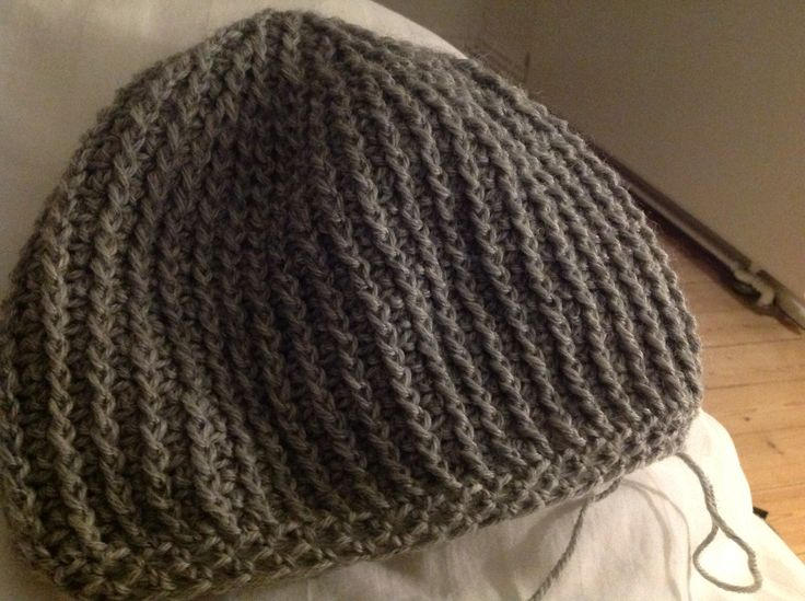 Ribbed riversible beanie...efter Crochet Zombie :-)