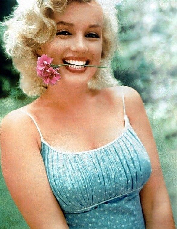 MarilynFamous Peoplevintag, Marilynmonroe, Ahmaz People, Norma Jeans, Birthday Marilyn, Vintage Beautiful, Marilyn Gorgeous, Beautiful People, Marilyn Monroe Flower
