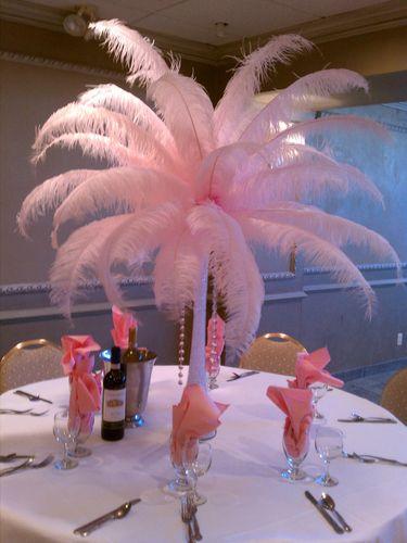 Centro de mesa con plumas.